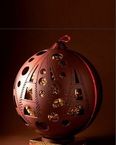 Find images and videos about chocolate, christmas and gold on We Heart It - the app to get lost in what you love. Chocolate World, Death By Chocolate, I Love Chocolate, Chocolate Heaven, Chocolate Art, How To Make Chocolate, Chocolate Lovers, Chocolate Shoppe, Christmas Chocolate
