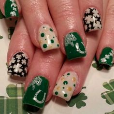 It's time to get your St. Patrick's Day on! We have found 66 of the Best St. Patrick's Day Nail Art for you to enjoy below. When it come's to St. Patrick's Day, you think of the color green so many of these designs below feature that as a main color. Fancy Nails, Love Nails, Pretty Nails, Spring Nail Colors, Spring Nails, Indie Outfits, Nail Polish Designs, Nail Art Designs, Irish Nails
