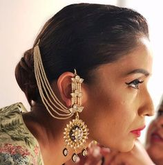 Add a little glam to your Indian wedding outfit by wearing these chic earrings. You can pair these trendy and classy earrings with any ethnic attire. OTT earrings will surely take your reception/haldi/mehndi/wedding outfit a notch higher. Indian Jewelry Earrings, Jewelry Design Earrings, Gold Earrings Designs, Indian Wedding Jewelry, Bridal Earrings, Designer Earrings, Bridal Jewelry, Jewelry Gifts, Jewelry Ideas