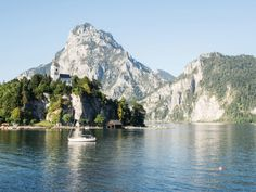 Traunstein Traunsee Hiking Tours, Hiking Trails, Stairs To Heaven, Hallstatt, Roadtrip, Van Life, Austria, The Good Place, Places To Visit