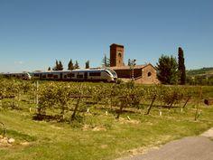 Penisol@bella: Mission - il treno della linea Firenze - Faenza passa accanto alla chiesa di San Giovanni in Ottavo sita tra Fognano e Brisighella