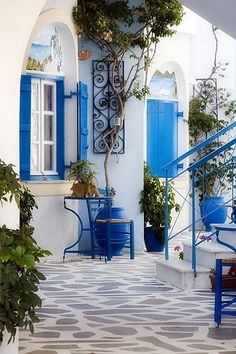 Greece The Greeks believe in uniformity when it comes to their homes. Their color charts comprises of only two shades, white and blue. So while the houses are painted in equal portions of white and blue from the outside, the interior is mostly white with blue cushions, lamps, tables, carpets thrown in. You ought to take inspiration from the Greeks if you're considering a house revamp.