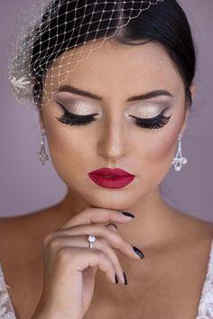 Curso de Maquiagem Online - O maior treinamento do Brasil com 31h Dewy Makeup, Smoky Eye Makeup, Glam Makeup Look, Bridal Makeup Looks, Beauty Makeup, Pink Red Lipstick, Red Lipstick Shades, Beautiful Eye Makeup, Beautiful Eyes