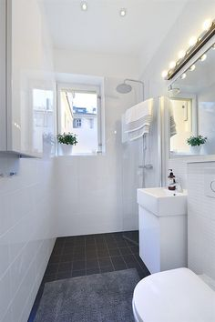 Hardly the dream bathroom, but a quick fix for L: a Korsgatan? - Hardly the dream bathroom, but a quick fix for L: a Korsgatan? Narrow Bathroom, Laundry Room Bathroom, Tiny Bathrooms, Bathroom Toilets, Bathroom Renos, White Bathroom, Bathroom Renovations, Bathroom Interior, Master Bathroom