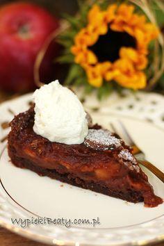 Już sama nazwa brzmi smakowicie - czekoladowa szarlotka.  A czekoladowa jest bardzo, bo jest upieczona na czekoladowym spodzie, a do masy jabłkowej dodana jest czekolada :)  Przyznaję bez bicia, że to świetne połączenie.  Dzięki kakao i czekoladzie szarlotka jest mniej słodka i jakby bardziej wyrafinowana. Spód jest kruchy i delikatny, a masa jabłkowa obłędna.  W przepisie użyte są świeże French Toast, Cakes, Breakfast, Cheesecake, Recipes, Cook, Pictures, Morning Coffee, Photos