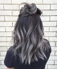 Are you looking for ombre hair color for grey silver? See our collection full of ombre hair color for grey silver and get inspired! Winter Hairstyles, Pretty Hairstyles, Hairstyle Ideas, Latest Hairstyles, Grey Hairstyle, Wedding Hairstyles, Hairstyles Haircuts, Medium Hairstyles, Festival Hairstyles