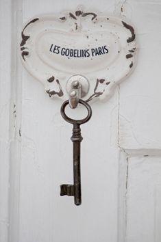 Gobelins Paris, Les Gobelins, Old Keys, Farmhouse Side Table, Knobs And Knockers, Door Knobs, Cute Dorm Rooms, I Love Paris, Small Apartment Decorating