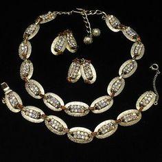 Hobe-Parure-Set-Necklace-Bracelet-Earrings-Rhinestones-Vintage