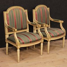 1800€ Pair of Italian armchairs in Louis XVI style. Visit our website www.parino.it #antiques #antiquariato #furniture #lacquer #antiquities #antiquario #chair #armchair #fauteuil #decorative #interiordesign #homedecoration #antiqueshop #antiquestore #gold #golden #lacquered