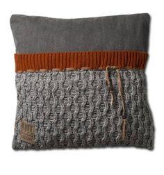 Sierkussen Joep van Knit factory