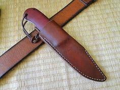 Andrzej Woronowski Custom Knives: [TUTORIAL] How to make a simple leather sheath? Diy Leather Knife Sheath, Diy Leather Holster, Leather Pouch, Leather Tooling, Sewing Leather, Leather Key, Custom Leather, Leather Pattern, Knife Holster