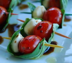 """~Caprese on a Stick - Notice the Balsamic vinegar staying in the """"boat"""" created by the basil leaf. Great assemblage idea for Caprese appetizers. Party Finger Foods, Snacks Für Party, Appetizers For Party, Appetizer Recipes, Caprese Appetizer, Appetizer Ideas, Cheese Appetizers, Boat Snacks, Tomato Appetizers"""