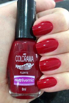 O esmalte que escolhi pra essa semana foi o Flerte da coleção Pimentinha da Colorama. Queria um vermelho um pouco diferente e amei este.  Para chegar a esse efeito, a manicure utilizou duas mãos do Flerte e uma de extra brilho.…