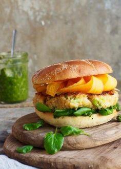 blomkålburgere Salmon Burgers, Pesto, Chicken, Ethnic Recipes, Mat, Food, Essen, Meals, Yemek