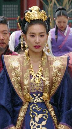 Korean Traditional Dress, Traditional Chinese, Chinese Style, Traditional Dresses, The Empress Of China, Empress Ki, Royals, Boss, Sari