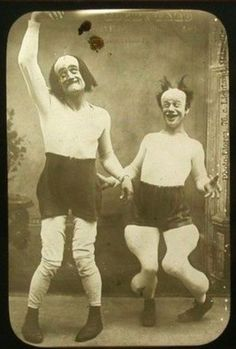 Weird photos and strange people from the past. Weird photos and strange people from the past. Creepy Vintage, Vintage Circus, Vintage Halloween, Vintage Carnival, Creepy Old Photos, Bizarre Photos, Strange Photos, Vintage Photographs, Vintage Photos