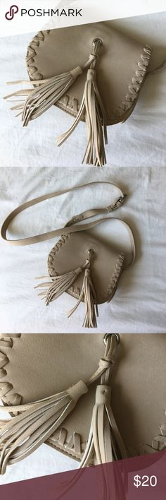 Tassel Crossbody Bag Only used a few times! Purchased at Forever 21 Bags Crossbody Bags Forever 21 Bags, F21, Fashion Tips, Fashion Design, Fashion Trends, Crossbody Bags, Tassels, Shop My, Times