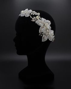 Tiara plateada con cristales. Diamond Earrings, Brooch, Crown, Jewelry, Order Form, Brides, Crystals, Corona, Jewlery