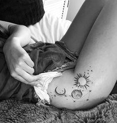 Small Thigh Tattoos, Upper Thigh Tattoos, Dainty Tattoos, Hand Tattoos, Sleeve Tattoos, Cool Tattoos, Tattoo Thigh, Thigh Tattoo Simple, Back Of Leg Tattoos