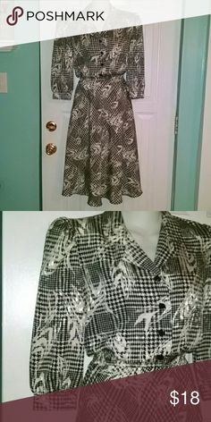 "70's-does-50's vintage ""day dress"" sz 10 Black and white herringbone pattern with shoulder pads, 3/4 full sleeves, full skirt, button front + elastic waist. Belt loops but no belt included (a black belt and black heels would rock this!) 100% Polyester. Flat measurements are: bust 19"", waist 13""-17"", hips-free, length shoulder to hem 45"", skirt length 28"", sleeve length 18"". Super condition! Hand wash or dry clean. Label indicates this is from the 70s.  10/5/16 Leslie Fay Dresses"