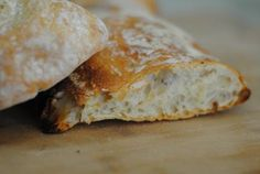 Lahodný italský chléb ciabatta se hodí jako příloha k masům, ale klidně si z ní můžete připravit i skvělý sandwich se šunkou a sýrem. Ciabatta, Creamy Coconut Shrimp, Shrimp Stew, Steak Au Poivre, Shellfish Recipes, Juicy Steak, Course Meal, Party, Gastronomia
