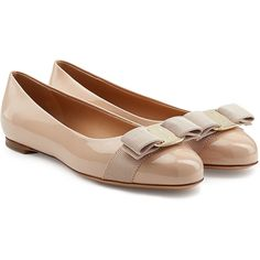 Salvatore Ferragamo Varina Patent Leather Ballet Flats (£335) ❤ liked on Polyvore featuring shoes, flats, ballerina, pink, pink ballet shoes, bow ballet flats, ballet pumps, pink flats and ballet shoes