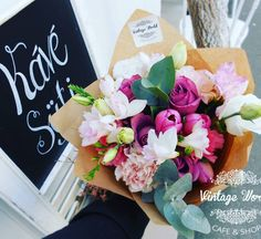 #virág #flower #csokor #rózsa #rose Cafe Shop, Floral Wreath, Bouquet, Wreaths, Vintage, Home Decor, Coffee Shops, Coffee Store, Floral Crown
