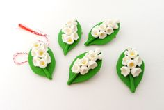 Polymer clay - Lilly of the valley Marzipan, Polymer Clay Embroidery, 8 Martie, Polymers, Lily Of The Valley, Clay Tutorials, Clay Projects, Embroidery Applique, Clay Art