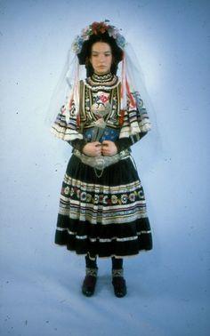 Νυφική φορεσιά Σαρακατσάνας από τη Δυτική Μακεδονία, κατά τη φωτογράφιση για το Ημερολόγιο του ΛΕΜΜ-Θ, του έτους 1985. Παπανικολάου Ιωάννης. Ημερομηνία δημιουργίας 1968 White Satin Dress, Satin Dresses, White Wedding Dresses, Bridal Dresses, Greek Culture, Social Status, Alexander The Great, Queen Victoria, Greek Costumes