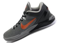 the latest 91118 665c3 Baskets Nike Kobe 7 «Wolf» Gris   Orange   Noir Nike Style
