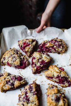 Nothing beats a perfectly flaky and buttery scone. These Raspberry Lemon and Poppyseed scones are vibrant, utterly fruity and crumbly. Perfect for brunch! Yummy Recipes, Brunch Recipes, Sweet Recipes, Delicious Desserts, Dessert Recipes, Cooking Recipes, Yummy Food, Healthy Recipes, Lemon Scones