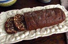 Experimente este delicioso salame de chocolate com um suave aroma a rum. Seus amigos vão adorar!