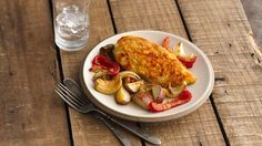 This baked dish brings home all the flavors of a roast chicken with vegetables, and it makes just enough for two. Easy Baked Chicken, Chicken Recipes, Roast Chicken, Turkey Recipes, Chicken Ham, Chicken Cordon, Ranch Chicken, Chicken Meals, Chicken Flavors