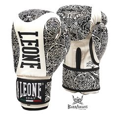 "Gants de boxe Leone 1947 ""Maori"" http://www.barbariansfightwear.com/fr/gants-de-boxe-/470-gants-de-boxe-leone-1947-maori-noir.html"
