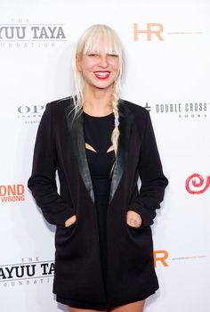 Sia looks so beautiful!