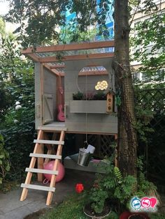 Other Ideas: Amazing Tiny Tree House Children Architecture Modern Luxury Tree House …. More ideas: Amazing Tiny Tree House Children Architecture Modern Luxury Tree House … – architecture When it comes. Cozy Backyard, Backyard For Kids, Diy For Kids, Beautiful Tree Houses, Cool Tree Houses, Pallet Tree Houses, Garden Projects, Diy Projects, Garden Ideas