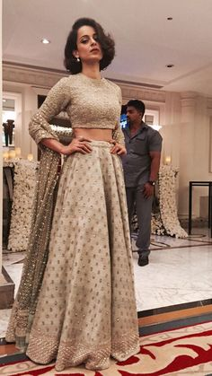 Kangana Ranaut in a sabyasachi lehenga. Love the subtle elegance of this lehenga. - Kangana Ranaut in a sabyasachi lehenga. Love the subtle elegance of this lehenga and her hairstyle! Bollywood Mode, Indian Bollywood, Bollywood Fashion, Bollywood Saree, Lehenga Designs, Indian Attire, Indian Ethnic Wear, Pakistani Outfits, Indian Outfits