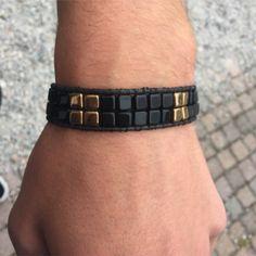 Armband met Tile beads, gemaakt door (en in de workshops van) Crea nancy