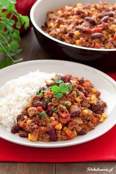 Tradycyjne chili con carne to sycące i ostre danie jednogarnkowe, podawane z ryżem, nachosami, tacosami lub chlebem.