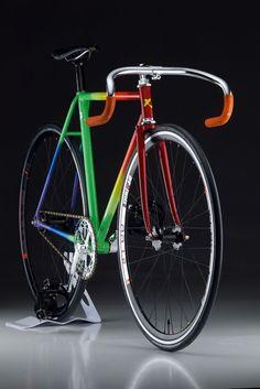 Xiyo – Centerfold. Kiyo Miyazawa Steel Track Bike. Photo by mobius cycle on flickr med Fixed Fixedgeartv Gear. Beautiful na