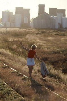 「45年前のアメリカの女子高生は、こんなファッションをしていた…」1969年に撮影された学校風景いろいろ:らばQ