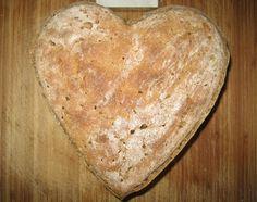 Domácí kváskový chléb | recept. Proč chléb kynutý pomocí kvásku a ne z droždí? Protože kváskový chléb je lépe stravitelněj Dumplings, Pizza, Bread, Ethnic Recipes, Russian Recipes, Polish, Food Recipes, Enamel, Manicure