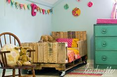Toddler bed idea...cheap if you can find pallets for free. @Kimberley Garrison