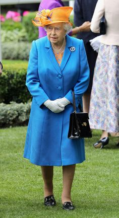Queen Elizabeth II Photos - Queen Elizabeth II arrives into the parade ring as she attends the third day of Royal Ascot at Ascot Racecourse  on June 15, 2016 in Ascot, England. - Royal Ascot - Day 3