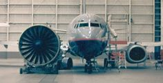 777 engine size comparison with a 737