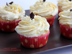 Briose cu portocala si nuca de cocos - imagine 1 mare Pastry Cake, Cheesecakes, Muffins, Food And Drink, Cooking Recipes, Cupcakes, Sweets, Candy, Cookies