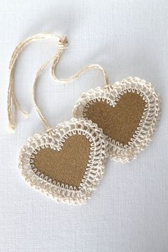 Etiquetas de regalo corazón, hecho a mano de ganchillo, set de 2  -   Heart gift tags,  Handmade Crochet Set of Two