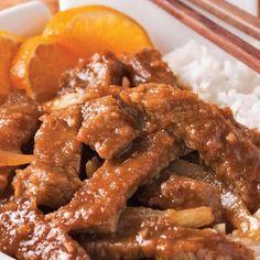 Ce plat de bœuf d'influence asiatique fera voyager les papilles. Les zestes et le jus d'orange se mêlent au gingembre pour teinter la viande d'une note à la fois acidulée et piquante. Les noix de cajou, elles, ajoutent un délicieux croquant. Parfait avec du riz et des mini-bok choy!
