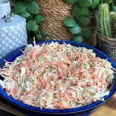 coleslaw maken: super simpel recept - Familie over de kook - Easy Healthy Recipes, Veggie Recipes, Great Recipes, Salad Recipes, Healthy Snacks, Vegetarian Recipes, Easy Meals, Cooking Recipes, Amish Recipes
