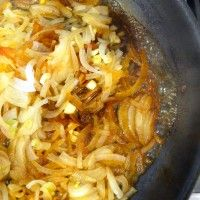 How To Caramelize Onions WITHOUT OIL! www.healthyjulie.com